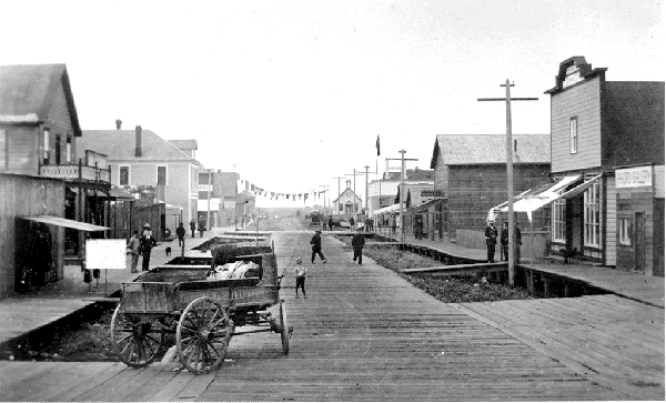 1891 年 Steveston 正進行拓展的 Second Avenue。當年每塊地皮索價 $100。(City of Richmond Archives)